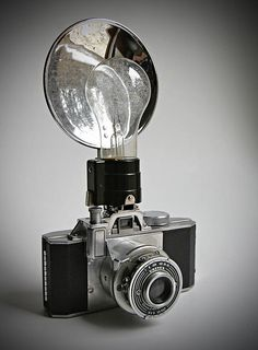Univex Zenith Aluminum Vintage Camera Like that giant flash bulb