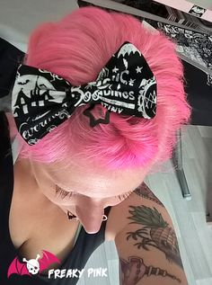 Barrette noeud fait-main tissu Halloween, Witchcraft, Occulte disponibles sur le stand FREAKY PINK au Hellfest 2017.