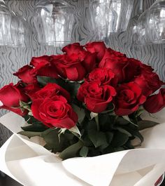 Free online cake delivery in Koramangala and flower delivery in Koramangala with same day booking. Flowers Wine, Send Flowers, Fresh Flowers, Pretty Flowers, Romantic Roses, Beautiful Roses, Love Surprise, Photo Rose, Flower Phone Wallpaper