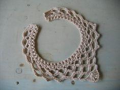 Breakfast Half Afternoon: maxicolar in crochet! Crochet Necklace Pattern, Crochet Bikini Pattern, Crochet Thread Patterns, Crochet Designs, Crochet Gifts, Crochet Doilies, Crochet Lace Collar, Textile Jewelry, Crochet Accessories