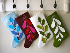 mmmcrafts: Mistleholly felt stocking pattern now available! Also an etsy sale! Christmas Stocking Pattern, Felt Stocking, Christmas Sewing, Noel Christmas, Stocking Ideas, Christmas Tables, Nordic Christmas, Modern Christmas, Christmas Ornament