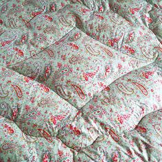 Vintage Quilted Paisley Eiderdowns
