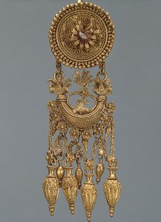 Jewelry Designer Blog. Jewelry by Natalia Khon: Jewelllery masterpieces. Granulated earrings made in ancient Greece