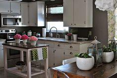 Moderne kleine Küchen Designs - Gartenküche mit vielen Blumen