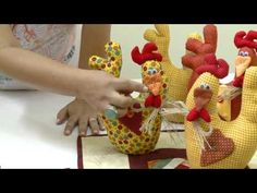 Mulher.com 03/03/2014 - Porta peso de galinha - YouTube Sewing Crafts, Sewing Projects, Projects To Try, Farm Crafts, Diy And Crafts, Doll Patterns, Sewing Patterns, Christmas Chair Covers, Chicken Pattern