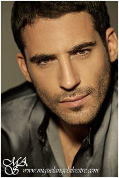 Miguel Angel Silvestre actor from Spain. Miguel Angel, Beautiful Men Faces, Beautiful Gorgeous, Hairy Men, Bearded Men, Korean Tv Series, Short Beard, Ideal Man, Amor