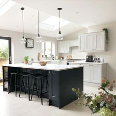 Open Plan Kitchen Dining Living, Open Plan Kitchen Diner, Real Kitchen, Living Room Kitchen, Blue Kitchen Island, White Shaker Kitchen Cabinets, Modern Shaker Kitchen, Navy Kitchen, Two Tone Kitchen