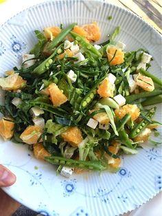 En mega lækker spidskålssalat med appelsin, feta og andre lækkerier. Det helt perfekte tilbehør til aftens kød eller fisk