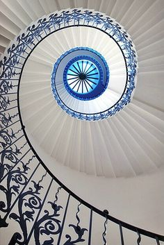 Pretty blue staircase railing. I love how this draws the eye up. #Treppen #Stairs #Escaleras repinned by www.smg-treppen.de
