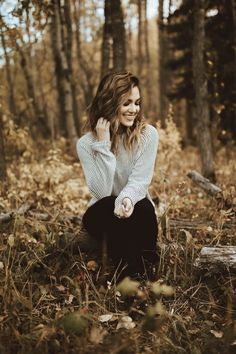 Best photography poses seniors portraits ideasYou can find Fall senior pictures and more on our website. Portrait Photography Poses, Photography Poses Women, Autumn Photography, Amazing Photography, Landscape Photography, Photography Ideas, Photography Lighting, Portrait Ideas, Photography Backdrops
