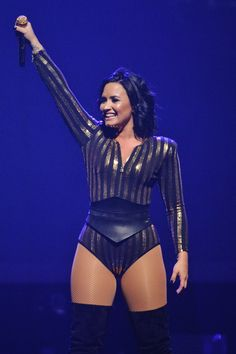 There's Only 1 Word to Describe Demi Lovato's 2016 Style: Sexy August at a Future Now Concert in Rosemont, IL Demi Lovato Workout, Demi Lovato Body, Demi Lovato Pictures, Curvy Girl Fashion, Stage Outfits, Hot Dress, Tight Dresses, Beautiful Celebrities, Celebrity Photos
