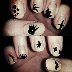Contrast color nail polish