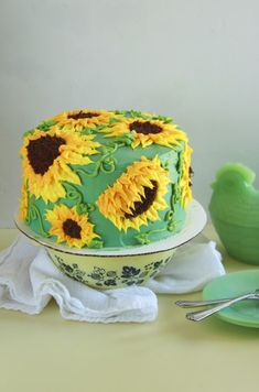 You can have a cheery day when you make the Sun Butter Sunflower Cake! This sunflower cake is easily decorated with matching buttercream flowers! Creative Cake Decorating, Creative Cakes, Pretty Cakes, Cute Cakes, Cake Cookies, Cupcake Cakes, Sun Butter, Sunflower Cakes, Cake Piping
