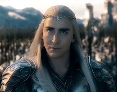 Thranduil ain't having none of your jewel theft, Thorin. That's his WIFE's necklace you're messing with!