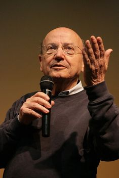 Theo Angelopoulos (Greek history & political director: Meres Tou [Days of O Thiasos [The Traveling Players, Topio stin omichli [Landscape in the Mist, Mia aioniotita kai mia mera [Eternity and a Day, Trilogia: To livadi pou dakryzei [The Weeping Meadow, Jeanne Moreau, Cultura General, Cinema Theatre, Human Connection, Greek Art, Video Film, Film Industry, Film Director, Screenwriting
