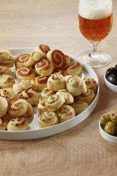 Four types of savory cheese snails Viererlei pikante Käseschnecken - Everything About Appetizers Cheese Appetizers, Finger Food Appetizers, Vegan Appetizers, Appetizers For Party, Appetizer Recipes, Snack Recipes, Party Finger Foods, Snacks Für Party, Quick Snacks