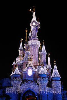 28. favorite theme park- Euro Disney, Marne la Vallee, France. -i've been & i definitely wanna go back!!