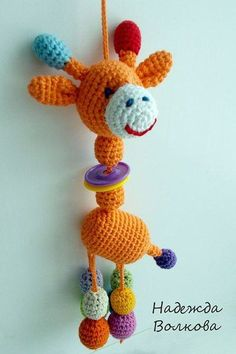 36 Juguetes para aprender en Crochet | Otakulandia.es Crochet Baby Toys, Cute Crochet, Crochet Animals, Crochet For Kids, Crochet Crafts, Crochet Dolls, Baby Knitting, Crochet Projects, Knit Crochet