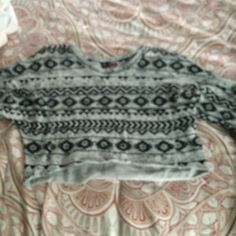Printed cropped sweater Black and grey never worn Sweaters Crew & Scoop Necks