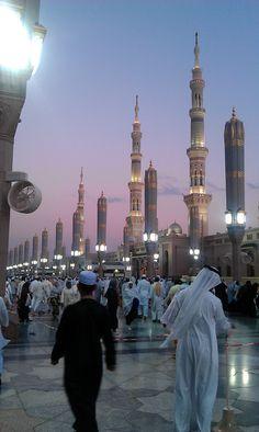 Sunset View of Al-Masjid an-Nabawi, Madinah  To see this again insyaAllah 2015.