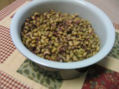 Mommy's Kitchen - Home Cooking & Family Friendly Recipes: Purple Hull Peas & Hot Water Cornbread