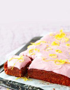 Muhkea punajuurikakku   Meillä kotona Cake Recipes, Cheesecake, Sweets, Baking, Desserts, Food, Tailgate Desserts, Deserts, Easy Cake Recipes