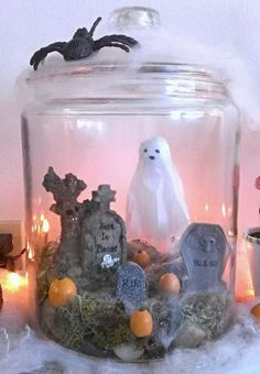 Keep a jar out like this and then decorate the inside depending on the time of year. DIY Halloween Decorations Graveyard Keep a jar out like this and then decorate the inside depending on the time of year. Halloween Designs, Retro Halloween, Halloween Cloche, Halloween Diorama, Halloween Clay, Halloween 2020, Halloween Stuff, Halloween Crafts, Happy Halloween