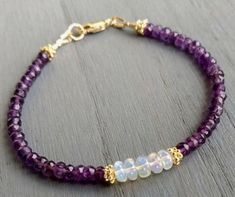 Beaded Bracelet Patterns, Beaded Earrings, Jewelery, Jewelry Bracelets, Jewelry Crafts, Friendship Bracelets Tutorial, Jewelry Illustration, Handmade Beaded Jewelry, Jewelry Model