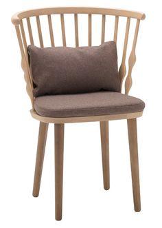 Nub er Patricia Urquiolas vellykkede designhyldest til den klassiske pindestol. Den produceres af Andreu World og er nu kommet som spisebordsstol. Fra 4950 kr., ConceptLight.