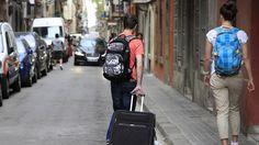 Viajes en España: Así vive una pirata de Airbnb: Gano 3.200 euros al mes alquilando 14 pisos. Noticias de Tecnología. Vanessa fue agente inmobiliaria mucho años, pero ahora vive en el otro lado de la economía, la sumergida, donde gestiona una impresionante flota: 14 viviendas en Airbnb