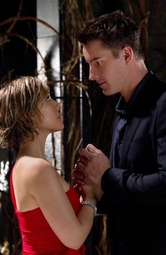 SMALLVILLE - CHLOE (Allison Mack) AND OLIVER (Justin Hartley).