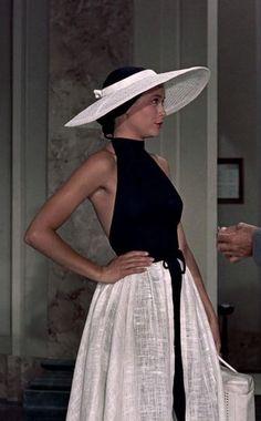 Retro Fashion Grace Kelly in To Catch a Thief Fashion 60s, Fashion History, Look Fashion, Vintage Fashion, Hollywood Fashion, 50s Inspired Fashion, Fashion Outfits, Grace Kelly Style, Princess Grace Kelly