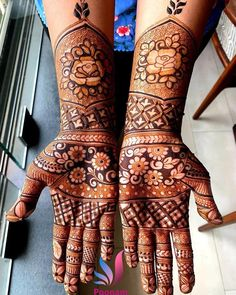 To all the brides who are tying the knot & the Sakhiyaans of the bride-to-be, this treasure trove of easy mehndi designs inspiration is for you & only you! Peacock Mehndi Designs, Latest Bridal Mehndi Designs, Indian Mehndi Designs, Henna Art Designs, Mehndi Designs 2018, Stylish Mehndi Designs, Mehndi Designs For Girls, Mehndi Designs For Beginners, Mehndi Design Photos
