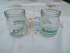 Lot de 2 anciens pots à yaourt BENAUGE en verre