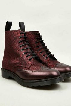 Lace-up paisley burgundy brogue boots. An essential for the British gent.