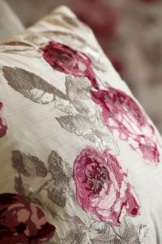 From the Laura Ashley Heaven Scent collection I really Love this Fabric. Rose Cottage, Cottage Style, Cottage Living, Textiles, Shabby Style, Fear Of Flying, Linens And Lace, Laura Ashley, Linen Bedding