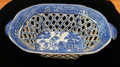 1820 Antique Staffordshire Chestnut?  Blue Willow Pattern Bowl