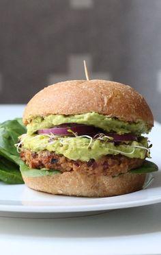 Vegan burger with black beans, avocado and sweet potato recipe - Popular Recipes 2019 Vegan Vegetarian, Vegetarian Recipes, Healthy Recipes, Vegetarian Wraps, Sweet Potato Recipes, Veggie Recipes, Avocado, Vegan Main Dishes, Happy Foods