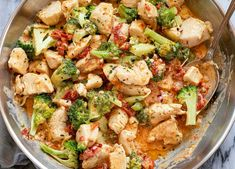 Broccoli Chicken in Cream Cheese Sundried Tomato Sauce & This quick tasty dish is a great keto option for a quick dinner or meal prep! Serve this creamy chicken . Tomato Sauce Recipe, Sauce Recipes, Chicken Recipes, Garlic Butter Chicken, Creamy Chicken, Tasty Dishes, Food Dishes, Dishes Recipes, Main Dishes