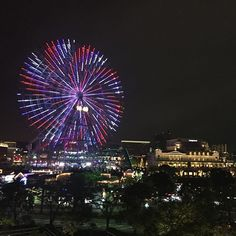Instagram【tanigawahajime】さんの写真をピンしています。 《#LIVE. I captured a nice #nightveiw of #Yokohama #minatomirai after #UnrealFestival 2016 Yokohama was over. Lighting #bigwheel looks so #beautiful and changes its light various colors. . #businessshow #convention #japan #discoverjapan #nofilter #nocolorcorrection #nocompetition #noretouch #asis #iphoneonly #ontheway #ongoing #ビジネスショウ #コンベンション #アンリアルフェス #日本 #横浜 #みなとみらい #観覧車 #夜景》