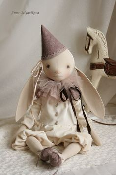 Анна Орляникова | ВКонтакте Handmade Stuffed Animals, Cute Stuffed Animals, Sock Dolls, Doll Toys, Teddy Toys, Rabbit Toys, Sewing Dolls, Stuffed Animal Patterns, Soft Sculpture