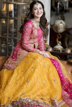Pakistani Mehndi Dress, Dulhan Dress, Bridal Mehndi Dresses, Pakistani Dresses Casual, Pakistani Wedding Outfits, Bridal Dress Design, Pakistani Wedding Dresses, Pakistani Dress Design, Bridal Outfits