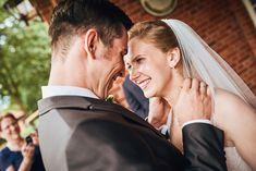 Braut und Bräutigam sehen sich zum ersten mal Couple Photos, Couples, Wedding Bride, Couple Shots, Couple Photography, Couple, Couple Pictures