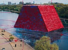 christo begins work on 20 meter-tall floating mastaba in london