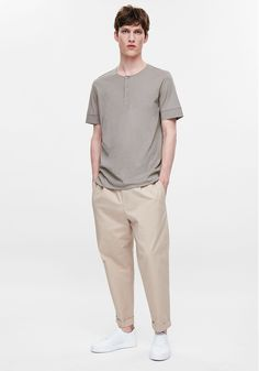 Today's Look: Relaxed fit trousers Photo: COS. #ootd #menswear #mensfashion #mensstyle #instafashion #henleytshirt #relaxedfittrousers