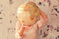 Ein mal um den Globus, bitte! Wir zeigen dir, wie du günstig wegfliegst.