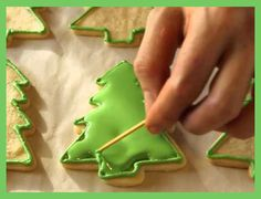 How to Decorate ~~ Christmas Tree Cookies