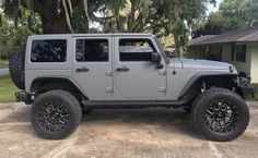 this jeep is so perfect 🙌🏾 Jeep Jk, Jeep Wrangler Lifted, Jeep Rubicon, Jeep Wrangler Unlimited, Jeep Truck, Jeep Wranglers, Lifted Jeeps, My Dream Car, Dream Cars