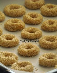 Food for thought: Κουλουράκια σουσαμιού Greek Sweets, Greek Desserts, Greek Recipes, Koulourakia Recipe, Food Network Recipes, Food Processor Recipes, Baking Recipes, Cookie Recipes, Cyprus Food