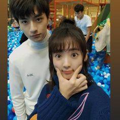致我們暖暖的小時光・Put your head on my shoulder Korean Couple, Best Couple, Descendents Of The Sun, Chinese Babies, Web Drama, Drama Fever, Japanese Drama, Your Head, Drama Movies